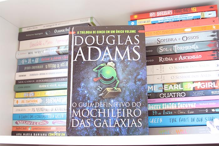 Resenha: O Guia Definitivo do Mochileiro das Galáxias